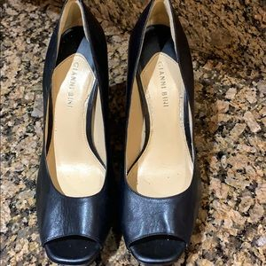 Black leather Gianni Bini Heels
